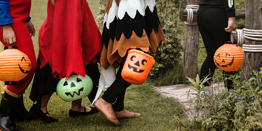 A group of kids with jack-o-lantern buckets for trick-or-treating   Motif