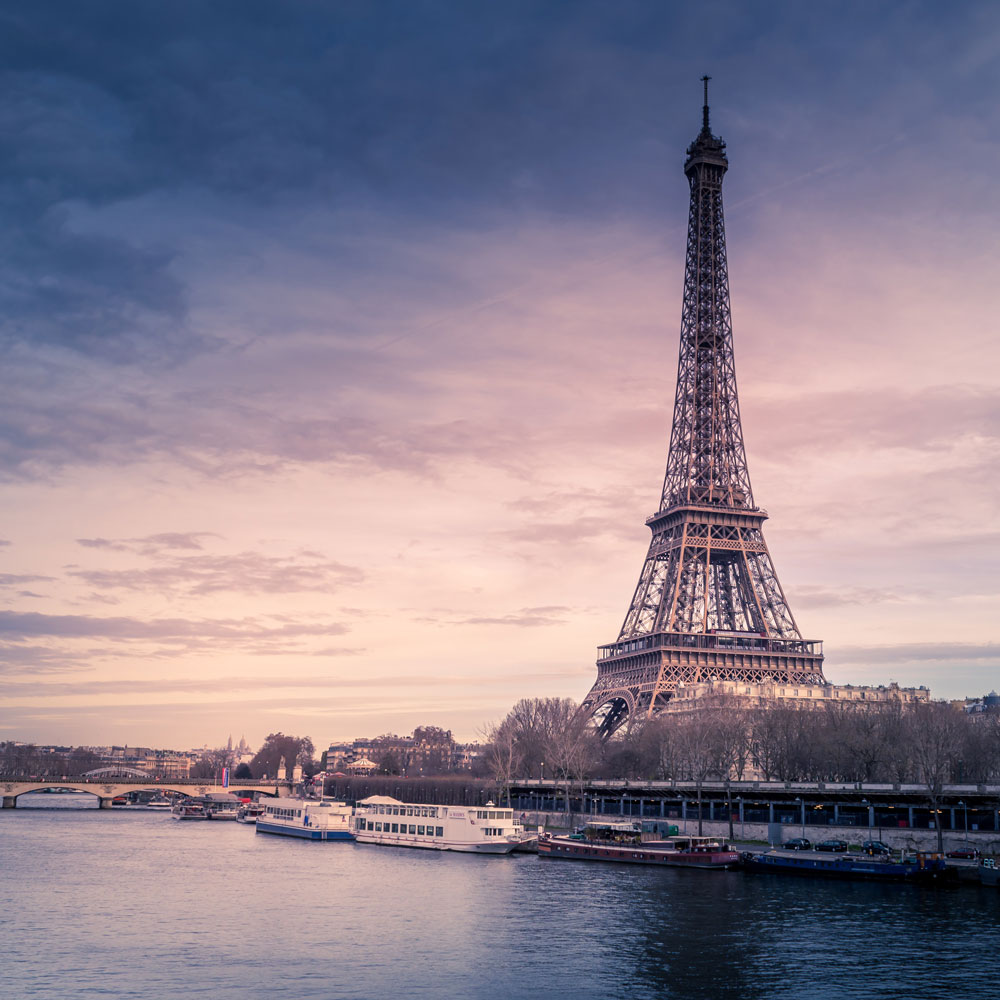 A view of the Eiffel Tower with lots of clouds in the sky | Motif