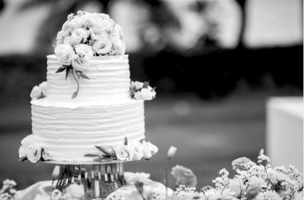 A black and white image of a wedding cake | Motif