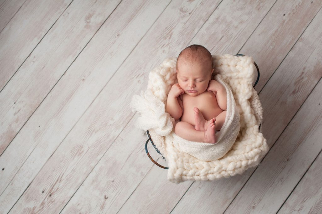 Swaddling your newborn in a basket | Motif