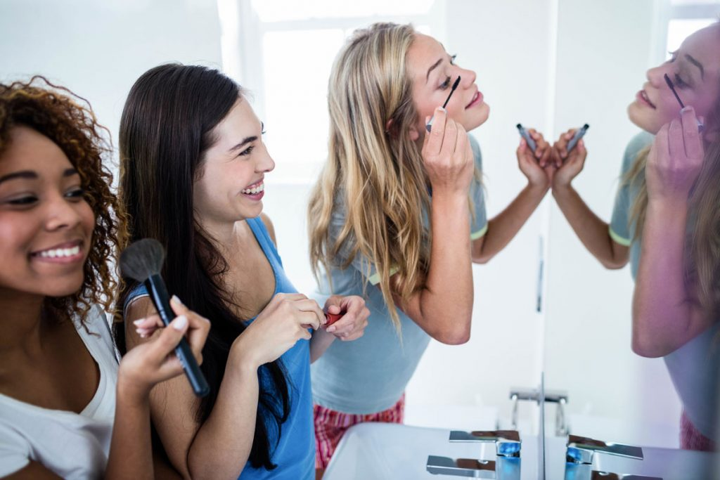 A group of girls getting ready for prom | Motif