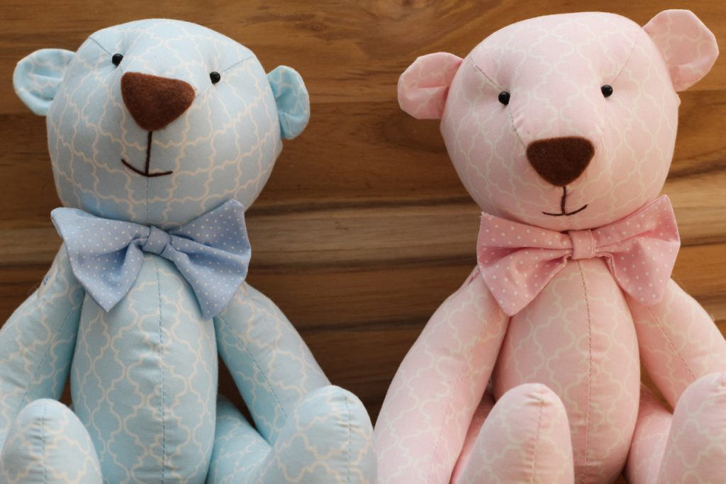 Blue and pink bears