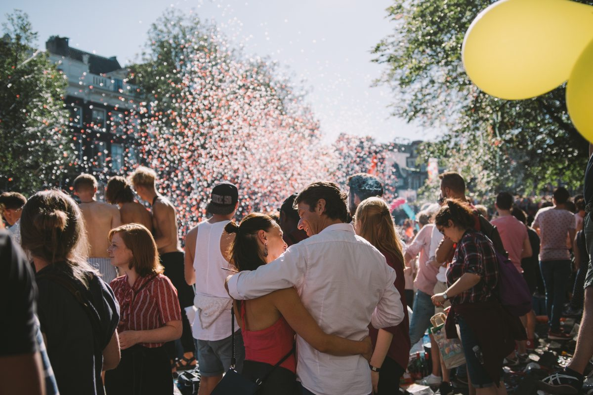 A couple having a conversation while surrounded by confetti | Motif