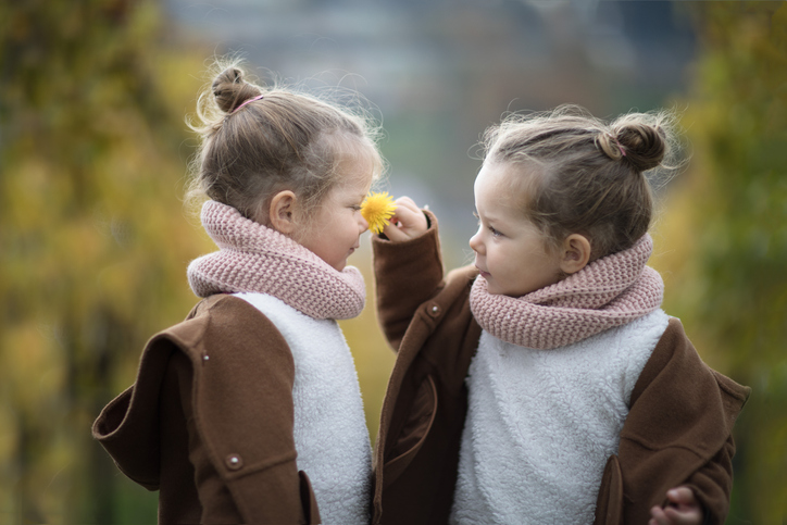 Picture poses for twins means highlighting two personalities, together.